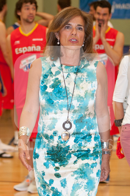 Lady Mayor of Madrid Ana Botella with the Spanish Basketball Team..(Alterphotos/Ricky)