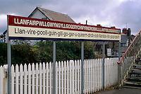 Großbritannien, Wales, Llanfair P.G. Bahnhof/Ortsschild