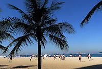 FUSSBALL WM 2014  24.06.2014 Touristen spielen Fussball am Strand von Ipanema