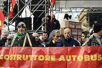 Roma, 12 Dicembre 2013<br /> Manifestazione per la difesa del lavoro, per il blocco dei licenziamenti e per una nuova politica industriale e di investimenti.<br /> Il corteo dei lavoratori e delle lavoratrici della Fiom CGIL da Piazza del Popolo a Palazzo Chigi dove una rappresentanza del sindacato incontra il Governo.