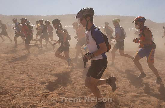 It's a dusty Le Mans style start to the 24 Hours of Moab where racers run up and around a bush before getting on their bikes.<br />