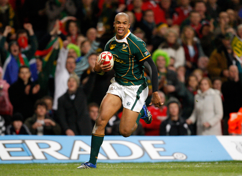 Photo: Richard Lane/Richard Lane Photography..Wales v South Africa. Prince William Cup. 24/11/2007. .South Africa's JP Pietersen runs in for a try.