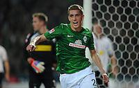 FUSSBALL   1. BUNDESLIGA    SAISON 2012/2013    8. Spieltag   SV Werder Bremen - Borussia Moenchengladbach  07.10.2012 Nils Petersen (li, SV Werder Bremen) bejubelt seinen Treffer zum 1:0