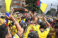 BOGOTA -COLOMBIA. 14-06-2014. Habitantes de la capital celebran el triunfo de la seleccion Colombia de futbol 3 goles por cero contra Grecia en el mundial de futbol Brazil 2014. /citizens of the capital celebrated the triumph of the selection Colombia soccer Zero 3 goals against Greece in the World Cup Brazil 2014. Photo: VizzorImage/ Felipe Caicedo