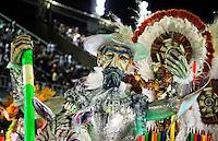 RIO DE JANEIRO, RJ, 20 DE FEVEREIRO 2012 - CARNAVAL 2012 - DESFILE MOCIDADE ALEGRE - Desfile da escola de samba Mocidade Alegre no primeiro dia de desfiles das Escolas de Samba do Grupo Especial do Rio de Janeiro, no sambódromo da Marques de Sapucaí, no centro da cidade, neste domingo.  (FOTO: VANESSA CARVALHO - BRAZIL PHOTO PRESS).