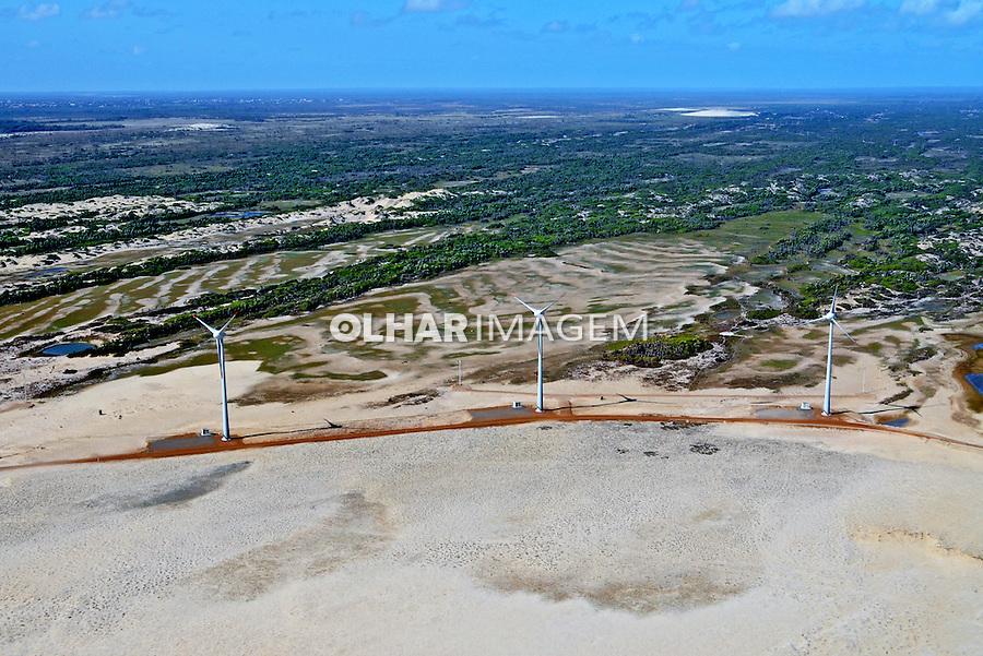 Parque eólico no Delta do Parnaíba. Piauí, 2009. Foto de Zig Koch.