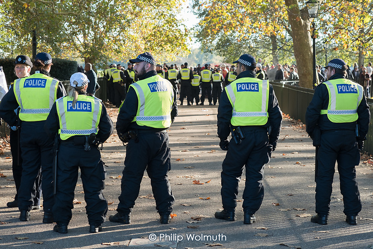 Police separate anti-Islamic English nationalists from young Muslim preachers and supporters. Speakers' Corner, Hyde Park, London.