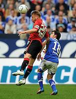 FUSSBALL   1. BUNDESLIGA   SAISON 2011/2012   33. SPIELTAG FC Schalke 04 - Hertha BSC Berlin                         28.04.2012 Patrick Ebert  (li, Hertha BSC Berlin) gegen Jose Manuel Jurado (re, FC Schalke 04)