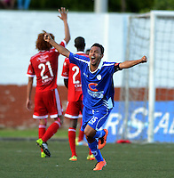 RIONEGRO -COLOMBIA-3-NOVIEMBRE -2014. Mauricio Restrepo celebra el gol de su compa–ero Diego Valdes (Fuera de Foto) .Accion de juego entre los  equipos Rionegro y America de Cali  partido de los cuadrangulares semifinales primera fecha  del Torneo Postobon  jugado en el estadio Tulio Ospina de Rionegro./  Mauricio Restrepo celebrates the goal of his teammate Diego Valdes (Out of Stock) .Action game between the Rionegro  and America  de Cali semifinal game runs teams first date Postob—n Tournament played at the  Tulio Ospina stadium in Rionegro  .  Photo: VizzorImage / Luis Rios / Stringer