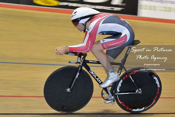 Alex Dowsett (100% ME). 4km Pursuit Qualifiers. Thursday Afternoon Session. British Cycling Senior National Track Championships. Manchester Velodrome. England. 22/10/2009. Credit Sportinpictures/Garry Bowden