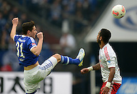 FUSSBALL   1. BUNDESLIGA   SAISON 2012/2013    31. SPIELTAG FC Schalke 04 - Hamburger SV          28.04.2013 Julian Draxler (li, FC Schalke 04) gegen Dennis Aogo (re, Hamburger SV)