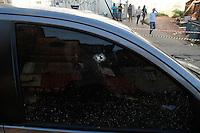 SAO PAULO, SP, 13/06/2014 - Policial é baleado e morre na manhã desta sexta-feria (13), na Rua Comandante Taylor altura do numero 1600 em Heliópolis região sul de  Sao Paulo Foto: Amauri Nehn/Brazil Photo Press).