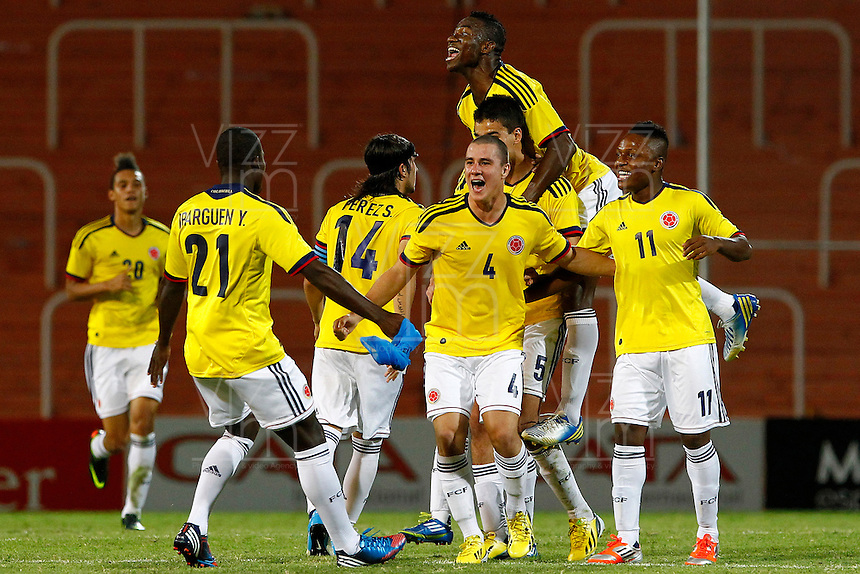 MENDOZA -ARGENTINA-03-02-2013: Los jugadores  de Colombia celebran el gol durante partido entre los seleccionados de Colombia y en el estadio La Malvinas de Mendoza Argentina,  febrero 3 de 2013. En partido la final del Suramericano Sub 20, Colombia se coronó campeón y clasificó al mundial en Turquia.  The players from Colombia celebrate the goal during the match between Colombia and Paraguay in the stadium The Falklands in Mendoza, Argentina, on February 3, 2013. In South American game for the final of the Under 20, Colombia was crowned champion and qualified for the world in Turkey world cup.  Photo: Photosport / Photogamma /VizzorImage/