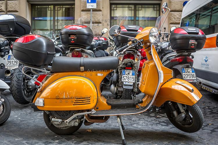 Roma, una Vespa di colore arancio parcheggiata per Roma Città. Photo: Adamo Di Loreto/BuenaVista*Photo