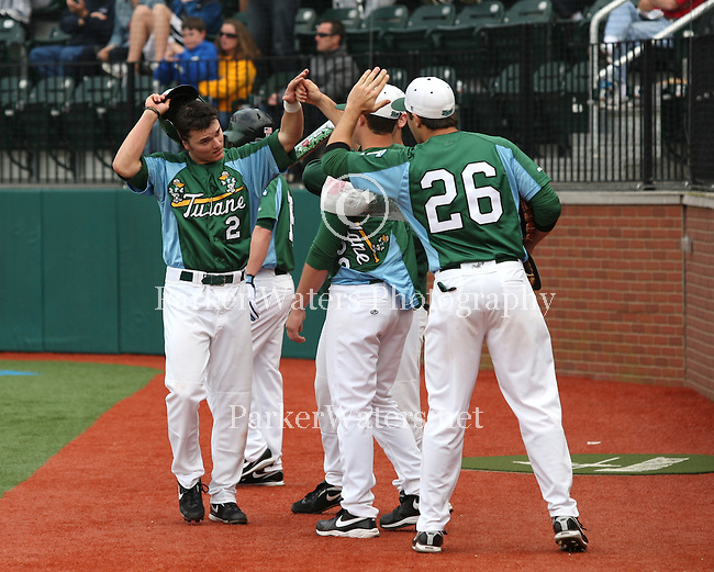 The Tulane Green Wave Baseball Team defeat the Kansas Jayhawks 5-3 at Turchin Stadium.