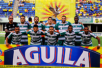 BARRANCABERMEJA- COLOMBIA - 20-07-2018: Los jugadores de La Equidad, posan para una foto, durante partido Alianza Petrolera y La Equidad, de la fecha 1 por la Liga Aguila II 2018 en el estadio Daniel Villa Zapata en la ciudad de Barrancabermeja. / The players of La Equidad, pose for a photo, during a match between Alianza Petrolera and La Equidad, of the 1st date for the Liga Aguila II 2018 at the Daniel Villa Zapata stadium in Barrancabermeja city. Photo: VizzorImage  / Jose D Martinez / Cont.