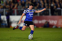 Freddie Burns of Bath Rugby kicks for the posts. Gallagher Premiership match, between Bath Rugby and Exeter Chiefs on October 5, 2018 at the Recreation Ground in Bath, England. Photo by: Patrick Khachfe / Onside Images
