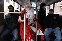 RUSSLAND, Moskau, 01.2008. ©  Sergey Kozmin/EST&OST.Neujahr mit Vaeterchen Frost unterwegs im Stadtbus. | New Year with Father Frost choosing public transport.