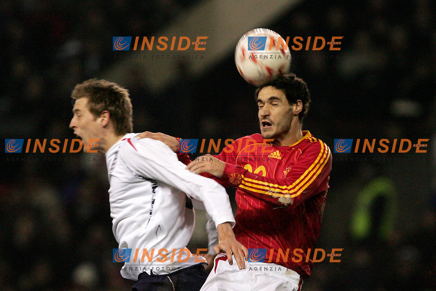 England's Peter Crouch against Spain's Pablo Ibanez during a friendly match at Old Trafford in Manchester, Wednesday February 07, 2007. (INSIDE/ALTERPHOTOS/Alvaro Hernandez).