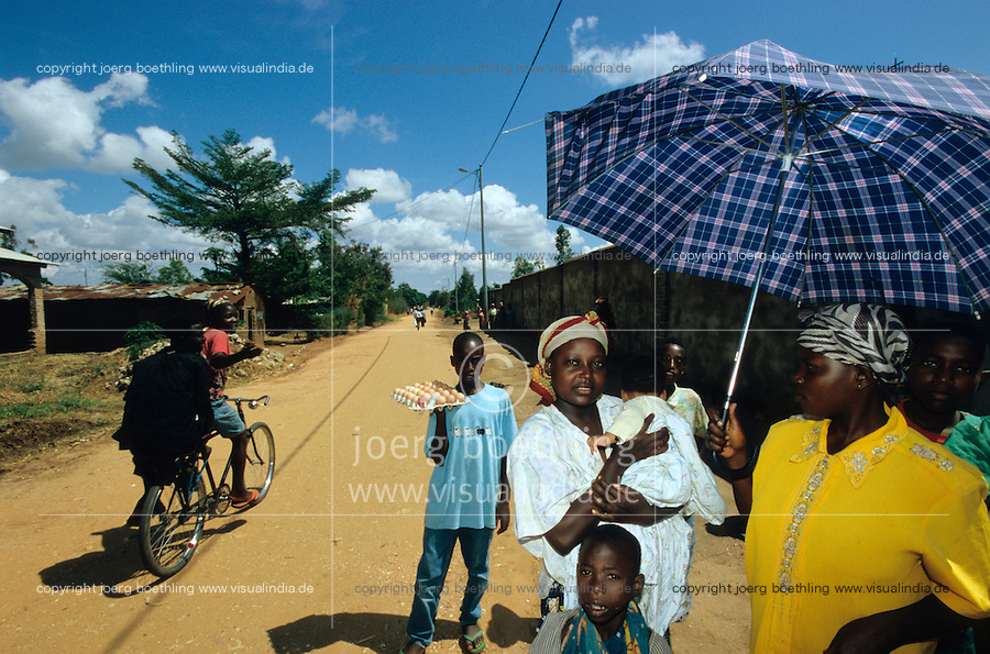 "Afrika Burundi Bujumbura .Frau mit Baby in Bujumbura  - Menschen Frauen Kinder Armut Hutu Tutsi xagndaz | .Tutsi woman with baby - people poverty child children conflict ethnic civil war.| [ copyright (c) Joerg Boethling / agenda , Veroeffentlichung nur gegen Honorar und Belegexemplar an / publication only with royalties and copy to:  agenda PG   Rothestr. 66   Germany D-22765 Hamburg   ph. ++49 40 391 907 14   e-mail: boethling@agenda-fototext.de   www.agenda-fototext.de   Bank: Hamburger Sparkasse  BLZ 200 505 50  Kto. 1281 120 178   IBAN: DE96 2005 0550 1281 1201 78   BIC: ""HASPDEHH"" ,  WEITERE MOTIVE ZU DIESEM THEMA SIND VORHANDEN!! MORE PICTURES ON THIS SUBJECT AVAILABLE!! ] [#0,26,121#]"