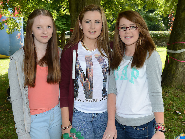 Kayleigh Fay, Taylor Duff and Orla Balfe pictured at the Ardee festival. Photo:Colin Bell/pressphotos.ie