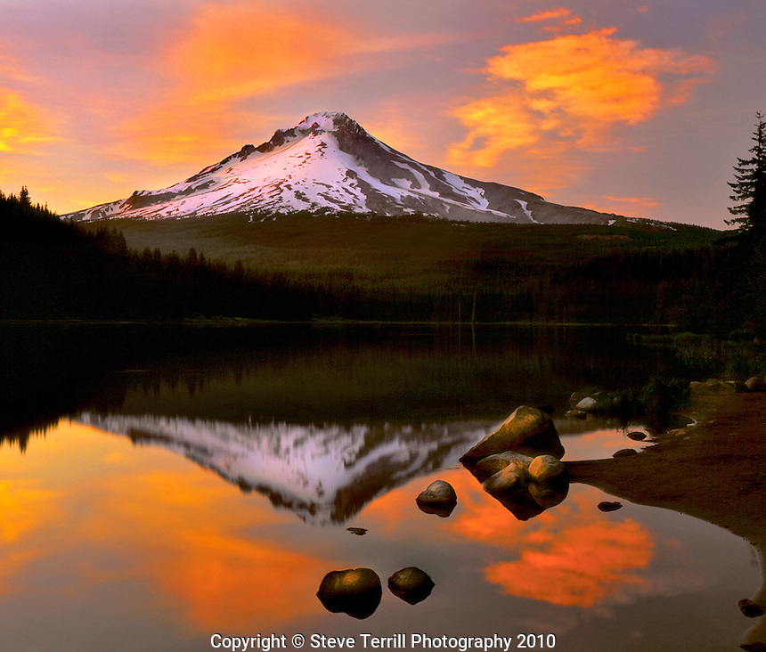 Mt. Hood from Trillium Lake at sunset in Mt. Hood National Forest