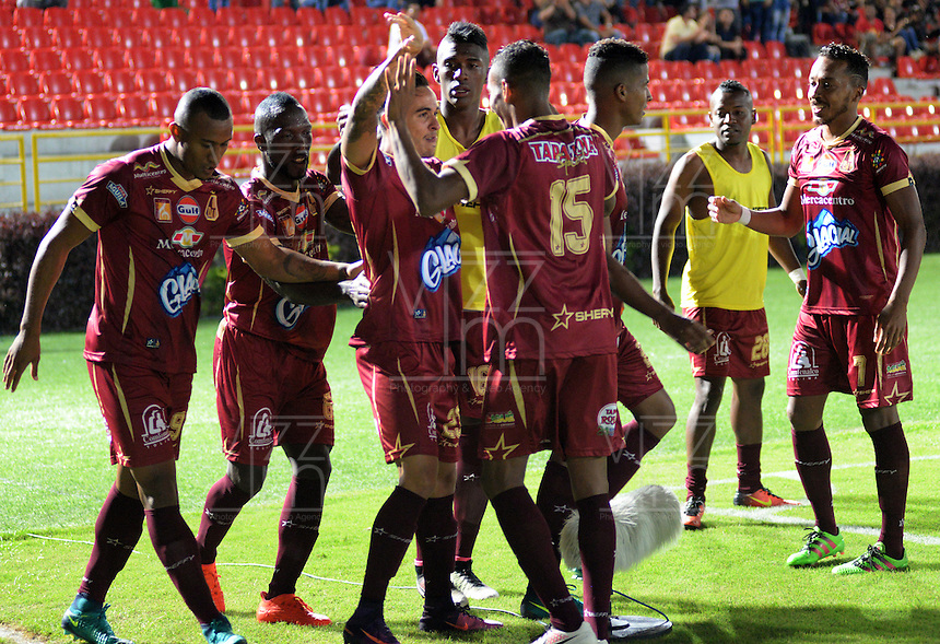 IBAGUE - COLOMBIA -  07-02-2017: Los jugadores de Deportes Tolima celebran el gol anotado a America, durante partido por la fecha 2 de la Liga Aguila I 2017 entre Deportes Tolima y America de Cali, jugado en el estadio Manuel Murillo Toro de la ciudad de Ibague. / The players of Deportes Tolima celebrate a scored goal to America, during a match for the date 2 of the Aguila League I 2017, between Deportes Tolima and America de Cali, played at Manuel Murillo Toro stadium in Ibague city. Photo: VizzorImage / Juan Carlos Escobar / Cont.