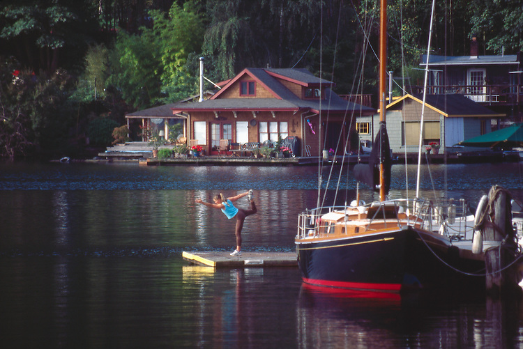 Seattle, Lake Union, Yoga, houseboats and classic sailboats, woman in Yoga position, released, Shannon Askay, Washington State, North America, USA.