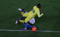 BOGOTA -COLOMBIA, 4-06-2017. Deiver Machado player of Millonarios fights the ball  agaisnt of  Faider Burbano player of Atletico Bucaramanga Action game between  Millonarios  and Atletico Bucaramanga  during match for quarter finals of the Aguila League I 2017 played at Nemesio Camacho El Campin stadium . Photo:VizzorImage / Felipe Caicedo  / Staff