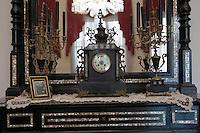 Europe/Turquie/Istanbul :  Yali résidence d'été en bois sur le Bosphore  de Salih Efendi, mèdecin du Sultan Mahmutt II- détail d'une cheminée