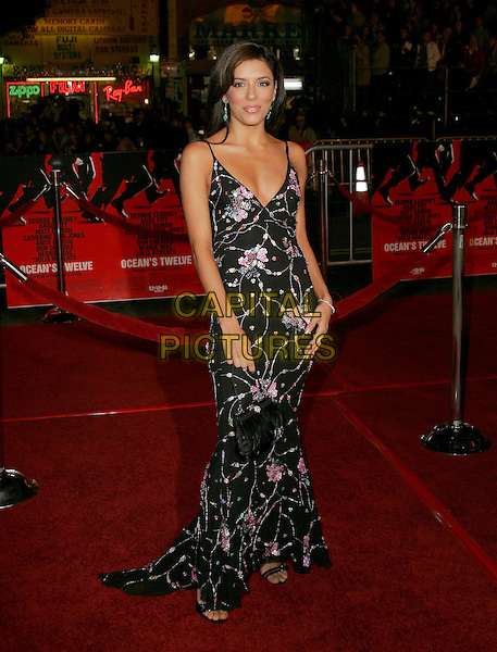 "EVA LONGORIA.The Warner Brothers' World Premiere of ""Ocean's Twelve"" held at The Grauman's Chinese Theatre in Hollywood, California .December 8th,2 004.full length, floral print dress, plunging neckline.www.capitalpictures.com.sales@capitalpictures.com.Supplied By Capital PIctures"