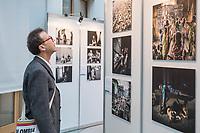 Preisverleihung &quot;UNICEF-Fotos des Jahres 2018&quot;.<br /> First Lady Elke Buedenbender, Schirmherrin von UNICEF Deutschland, zeichnete am Donnerstag den 20 Dezember 2018 in Berlin den Spanischen Fotografen Antonio Aragon Renuncio als Gewinner des &quot;UNICEF-Fotos des Jahres&quot; 2018 aus. <br /> Das Siegerfoto von Antonio Aragon Renuncio zeigt das Portrait eines kleinen Jungen mit Beinprotesen im &quot;Saint Louis Orione-Zentrum&quot; in Bombouaka, Togo. Das Zentrum ist Zuflucht fuer koerperlich oder geistig behinderte Kinder, welche von ihren Familien verstossen wurden.<br /> Im Bild: Die Ausstellung &quot;UNICEF-Foto 2018&quot; in den Raeumlichkeiten der Bundespressekonferenz.<br /> 20.12.2018, Berlin<br /> Copyright: Christian-Ditsch.de<br /> [Inhaltsveraendernde Manipulation des Fotos nur nach ausdruecklicher Genehmigung des Fotografen. Vereinbarungen ueber Abtretung von Persoenlichkeitsrechten/Model Release der abgebildeten Person/Personen liegen nicht vor. NO MODEL RELEASE! Nur fuer Redaktionelle Zwecke. Don't publish without copyright Christian-Ditsch.de, Veroeffentlichung nur mit Fotografennennung, sowie gegen Honorar, MwSt. und Beleg. Konto: I N G - D i B a, IBAN DE58500105175400192269, BIC INGDDEFFXXX, Kontakt: post@christian-ditsch.de<br /> Bei der Bearbeitung der Dateiinformationen darf die Urheberkennzeichnung in den EXIF- und  IPTC-Daten nicht entfernt werden, diese sind in digitalen Medien nach &sect;95c UrhG rechtlich geschuetzt. Der Urhebervermerk wird gemaess &sect;13 UrhG verlangt.]