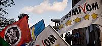 Roma 8 Ottobre 2015<br /> Manifestanti festeggiano le dimissioni di Ignazio Marino Sindaco di Roma in Campidoglio. Le dimissioni sono arrivate dopo lo scandalo sulle sue spese personali, usando la carta di credito intestata al Comune di Roma e dopo che la Procura di Roma ha aperto un inchiesta sulle sue spese. Le bandiere di Casapound e Movimento 5 Stelle davanti al Campidoglio.<br /> Rome, Italy. 8th October 2015<br /> Protesters  celebrate  the resignation of Ignazio Marino Mayor of Rome at the Capitol. The resignation came after the scandal about his personal expenses, using the credit card in the City of Rome and after  Rome prosecutors opened an investigation into his expenses. The flags Casapound and Movement 5 Stars front of the Capitol.