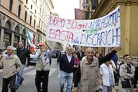 Roma, 17 Ottobre 2012.Manifestazione dei comitati cittadini contro l'iotesi della discarica a Valle Galeria..I manifestanti attraversano il centro di Roma e fanno un Sit in al Pantheon e poi davanti a Montecitorio