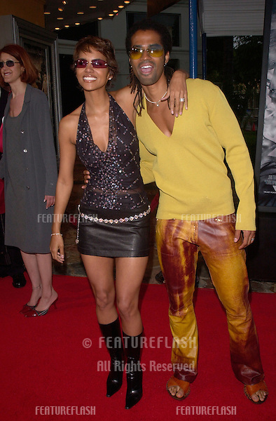 Actress HALLE BERRY & husband ERIQ BENET at the Los Angeles premiere of her new movie Swordfish..04JUN2001.  © Paul Smith/Featureflash