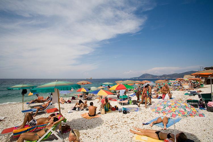 Beach umbrella, Town beach, Portoferraio, Porto Ferraio, Porto Argo, Elba; Province of Livorno; Mediterranean Sea; Tyrrhenian Sea; Tuscan archipelago, Italy; West coast of Italy, Italian Coast, Tuscan coast,