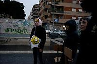 Roma, 12 Dicembre 2019<br /> Piazza delle Gardenie.<br /> Flash mob e installazione a Centocelle per ricordare la strage fascista di Piazza Fontana avvenuta 50 anni fa.<br /> <br /> Nel pomeriggio del 12 dicembre del 1969 quattro bombe piazzate da un gruppo neofascista esplosero tra Milano e Roma. Quella che causò i danni maggiori scoppiò in mezzo alla sala principale della Banca dell'Agricoltura di piazza Fontana, nel centro di Milano. Diciassette persone morirono, più di 80 furono ferite