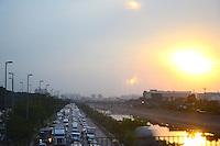 SÃO PAULO. SP. 06.05.2014 - TRANSITO - Paulistano enfrenta grande congestionamento na Marginal Tietê sentido Ayrton Senna, altura da Ponte da Casa Verde nesta Quinta-Feira 06. ( Foto: Bruno Ulivieri / Brazil Photo Press )