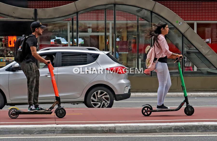 Transporte em patinete, Sao Paulo. 2020. Foto Juca Martins