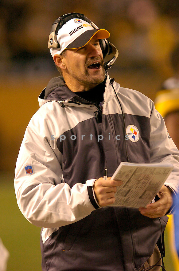 BILL COWHER, of the Pittsburgh Steeler, in action against the New Orleans Saints on November 12, 2006, in Pittsburgh, PA. ..Steelers win 38-31..Chris Bernacchi / SportPics