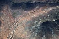 4415 / Karoo: AFRIKA, SUEDAFRIKA, 12.01.2007: Landschaft in der Halbwueste Karoo, zentralen Hochebene des Landes Suedafrika, Highveld, Klein Karoo, Gro&szlig; Karoo und Ober Karoo. <br />Klima arid, trocken, im Luv der Berge, kaum Niederschlaege. Bewohner sind die San die dem Land den Namen Kuru geben, trocken ist die Bedeutung,<br />Luftbild, Luftaufname, Aufwind-Luftbilder