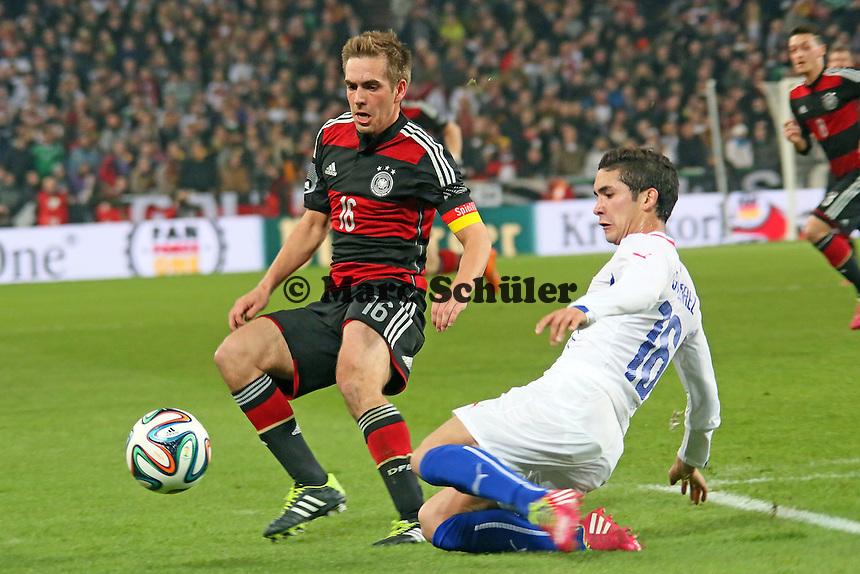 Philipp Lahm (D) gegen Felipe Gutierrez (CHL) - Deutschland vs. Chile, Mercedes-Benz Arena Stuttgart