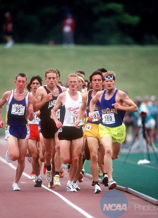 22 MAY 1999: Runners race their way to the finish line of the 5000 meter run during the Division III Men's and Women's Track Championship held at Baldwin-Wallace College in Berea, OH. James Nielsen of California State San Diego (#35 on far left) won the event with a time of 14:29.01. James Sabau/NCAA Photos.