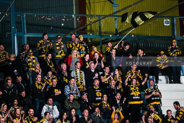 Stockholm 2013-12-07 Ishockey Elitserien AIK - Skellefte&aring; AIK :  <br /> Skellefte&aring; AIK SAIK supportrar p&aring; Hovet under matchen<br /> (Foto: Kenta J&ouml;nsson) Nyckelord:  AIK Skellefte&aring; SAIK supporter fans publik supporters glad gl&auml;dje lycka leende ler le