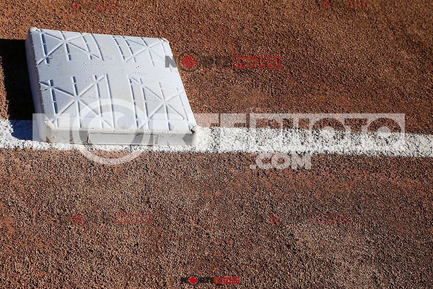 Aspecto de el estadio Sonora y tercera base ,durante segundo juego de la serie de beisbol entre Yaquis de Obregon vs Naranjeros de Hermosillo en Estadio Sonora.Liga Mexicana del Pacifico.<br /> Hermosillo Sonora 28 diciembre 2014. <br /> (CreditoFoto:Luis Gutierrez)