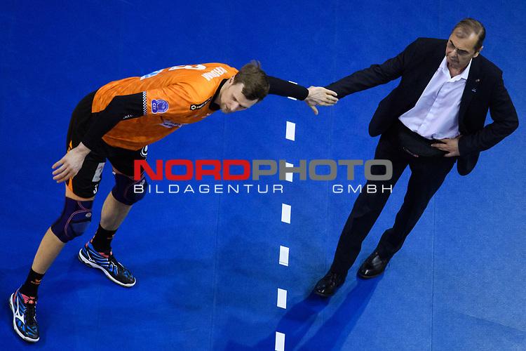 28.02.2018, Max Schmeling Halle, Berlin<br />Volleyball, 2018 CEV Volleyball Champions League, Vorrunde, Berlin Recycling Volleys (GER) vs. Jastrzebski Wegiel (POL)<br /><br />Robert Kromm (#3 Berlin) - Stelian Moculescu (Trainer / Coach Berlin)<br /><br />  Foto © nordphoto / Kurth