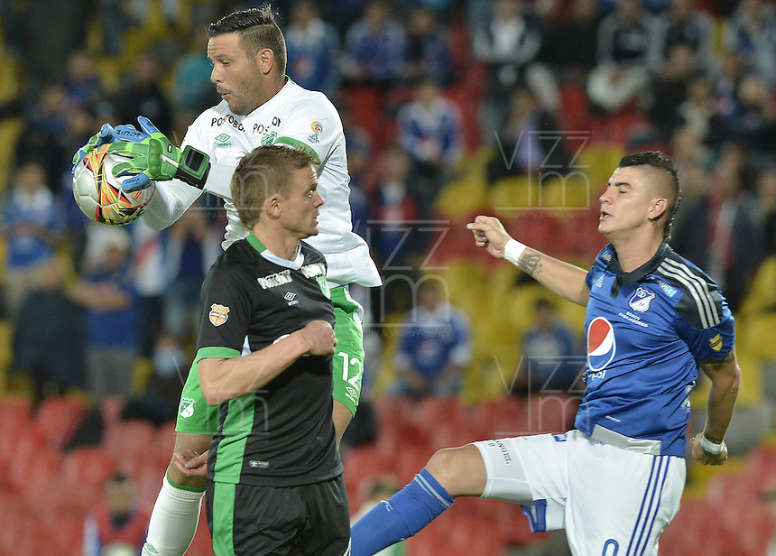 BOGOTA - COLOMBIA -19 -08-2015: Michael Rangel (Der) jugador de Millonarios disputa el balón con Ernesto Hernandez (Izq) arquero de Deportivo Cali durante partido por la fecha 7 de la Liga Águila II 2015 jugado en el estadio Nemesio Camacho El Campín de la ciudad de Bogotá./ Michael Rangel (R) player of Millonarios fights for the ball with Ernesto Hernandez (L) goalkeeper and Cristian Nasuti (C) player of Deportivo Cali during the match for the 7th date of the Aguila League II 2015 played at Nemesio Camacho El Campin stadium in Bogotá city. Photo: VizzorImage / Gabriel Aponte / Staff.