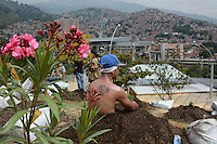 MEDELLÍN - COLOMBIA, 16-10-2014. Más de 18 personas, habitantes de la comuna 13 de Medellín, se sembraron simbólicamente en homenaje a las víctimas hoy, 16 octubre 2014, como un recordatorio de los 12 años de la operación Orion por parte del ejército en ese sector. La conmemoración tuvo como escenario el parque de la biblioteca de la comuna 13 como parte de la semana de la Memoria./ More than 18 people, residents of the Comuna 13 of Medellin, were sown themselves symbolically in tribute of the victims today, octobre 13 2014, as  a reminder of 12 years of the military operation Orion by the Colombian army in this area. The remembrance took place at Comuna 13 Library and is part of the Memory week.. Photo: VizzorImage/Luis Rios/STR
