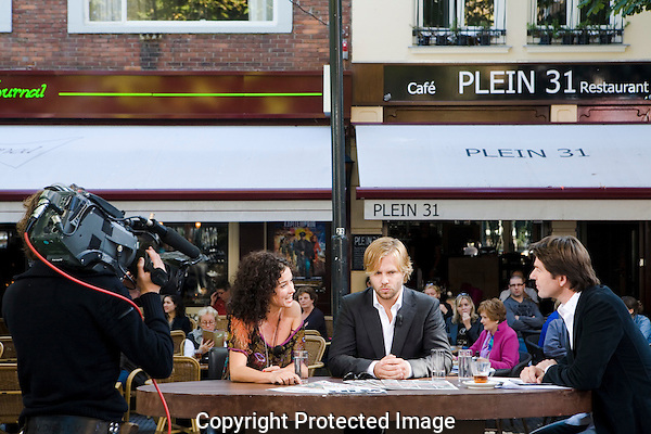 Nederland, Utrecht, 27 september 2008. Nederlands Film Festival 2008, live TV uitzending Nederlands Film Festival Journaal van VPRO, cinema.nl. Achter tafel vlnr; Katja Schuurman, Thijs Romer en interviewer Twan Huys over Romer's nieuwe film als regisseur Het Wapen van Geldrop. Foto: Bram Belloni /// © 2008 Bram Belloni, all rights reserved /// Copyright information: http://www.belloni.nl /// bram@belloni.nl /// +31626698929 /// Reference code: 080927138 Romer VPRO interview.jpg, The Netherlands/NLD, Utrecht, 27SEP08