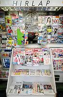 UNGARN, 01.2011, Budapest. Zeitungskioske in Zeiten der Orbanschen Mediengesezte. Kein Photo, bitte! | Newspaper stands in the times of Orban's media laws. No picture, please!.© Martin Fejer/EST&OST